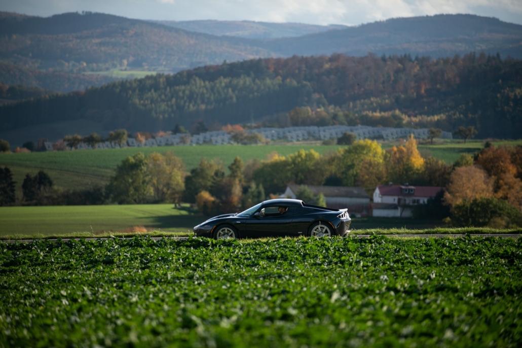 Tesla Roadster - auf dem Land